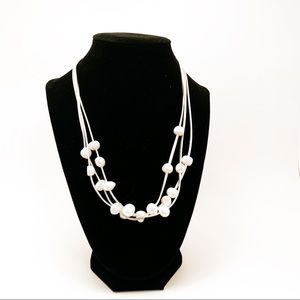 Jewelry - Three strands pearl necklace